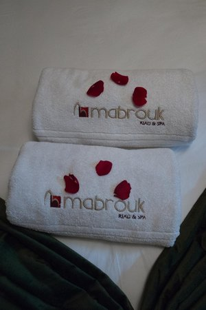 Riad & Spa Mabrouk : Towels on Bed