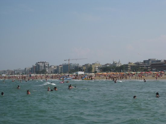 Savoia Hotel Rimini: View on the water on pedal boat