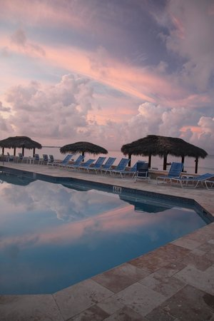 Christopher Columbus Condos: Morning by the pool.
