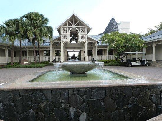 Heritage Le Telfair Golf & Spa Resort: en arrivant à l'hotel, vue sur le hall de réception