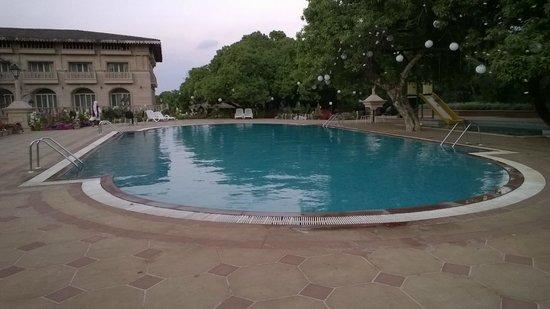 Evershine Keys Prima Resort: Pool side