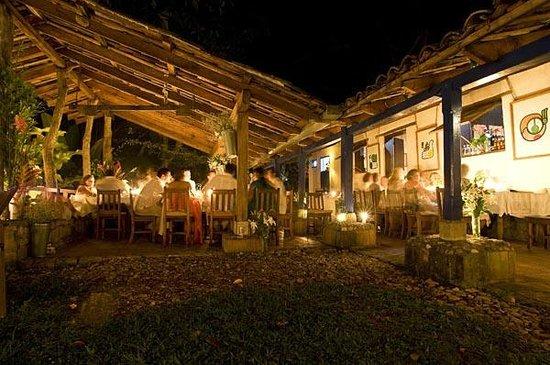 Hacienda San Lucas: Candlelight dinner and art