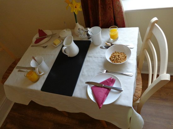 Dolly Waggon Guest House : Our bewakfast table