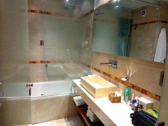 Sileo Hotel: Banheiro muito espaçoso