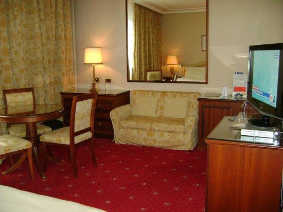 Internazionale Hotel : Room 125 sitting area