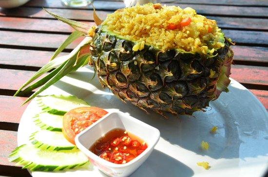 Ban Sabai Riverside Bungalow: Ananasreis - sehr lecker!