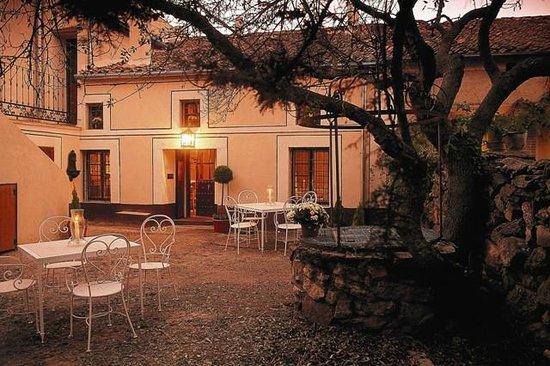 Casa Rural La Abubilla: Patio-Jardín