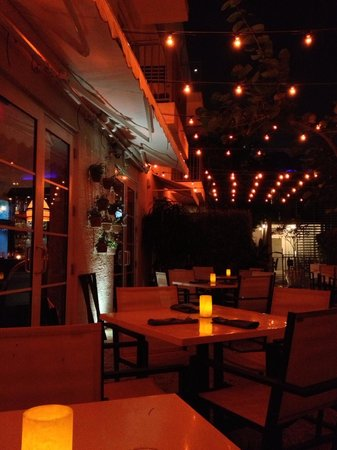 Kimpton Angler's Hotel : Angler's: Diner on the Patio