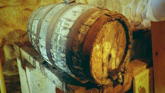 Can Caponet: Weinfässchen