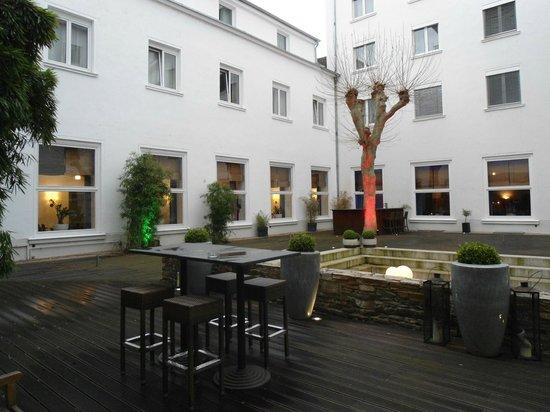 Leonardo Royal Hotel Mannheim: Innenhof