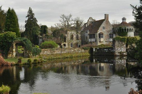 Pond picture of scotney castle garden lamberhurst for Garden pond kent