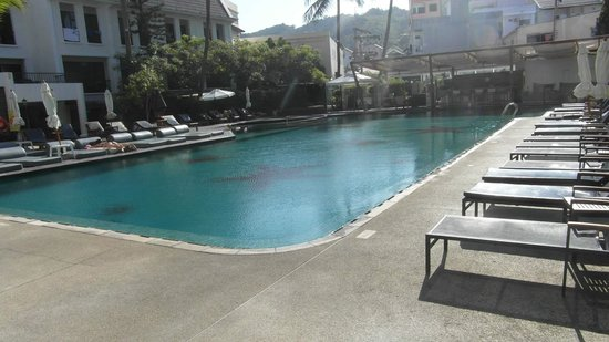 Sawaddi Patong Resort & Spa: Piscine