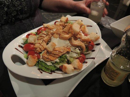 Cocina Urbana: Salat mit Hühnerfilet-Streifen