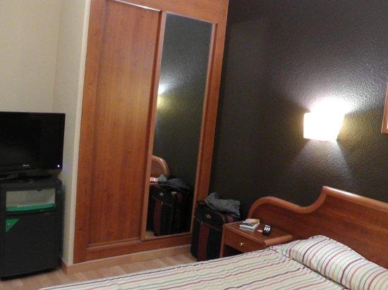 Hotel Adonis Plaza: Bedroom Room 212