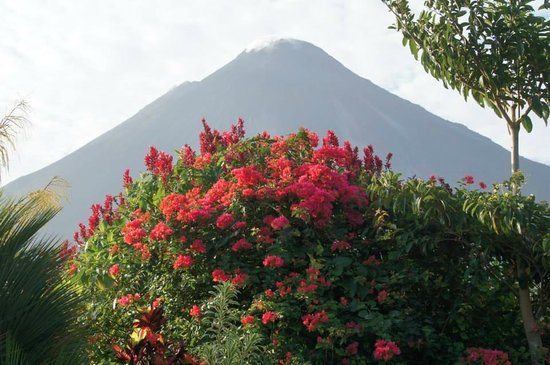 Arenal Kioro Suites & Spa: Arenal Volcano from our room