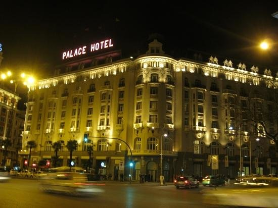 The Westin Palace Madrid : hotel at night