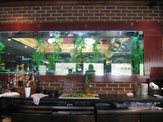 Cheddar's Scratch Kitchen: See through area from bar and additional seating