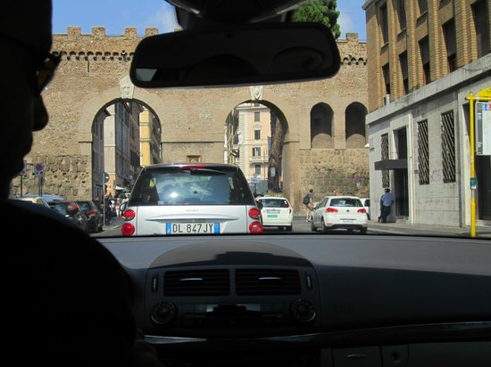 RomeInLimo Tours & Excursions: Our driver safely and efficiently managing the busy streets of Rome.