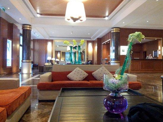 Hyatt Regency Nice Palais de la Mediterranee : Reception and lounge area
