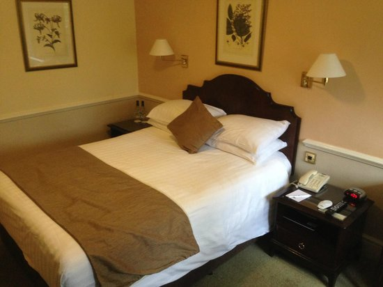 Crown Wetheral Hotel: Comfy bed