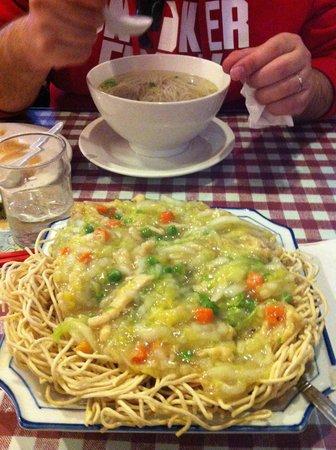 Shanghai Cuisine : Nouilles croquantes aux petits légumes et poulet