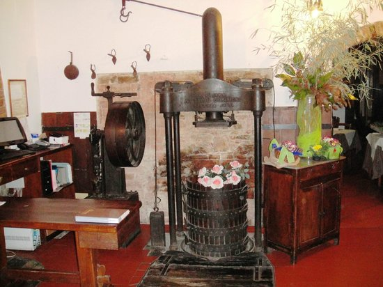 Hotel Aganoor : La Cantina, Remnants of wine-making machinery and cellar