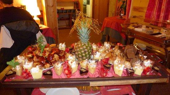 Hotel Adret: Buffet de desserts