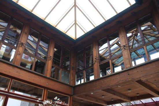 Schlosshotel Iglhauser: soppalco sala colazione