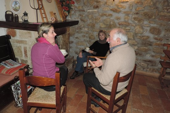 Love Umbria Tours: Sitting by th fire