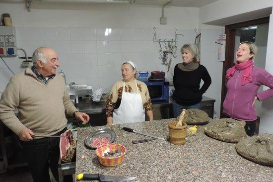 Love-Umbria Tours: Kitchen preparations