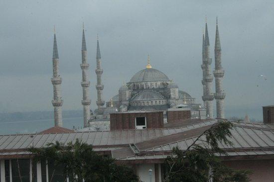 Deluxe Golden Horn Sultanahmet Hotel: La Mosquée Bleue vue de la chambre 307