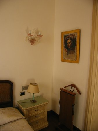 De Rose Palace Hotel : Camera lato armadio e letto