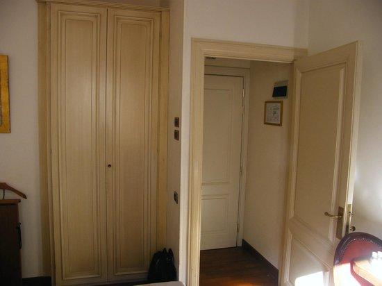De Rose Palace Hotel : Ingresso e armadio