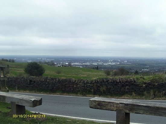 Hare & Hounds Inn: Werneth Low