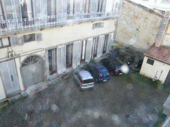 De Rose Palace Hotel: Vista parcheggio dalla finestra