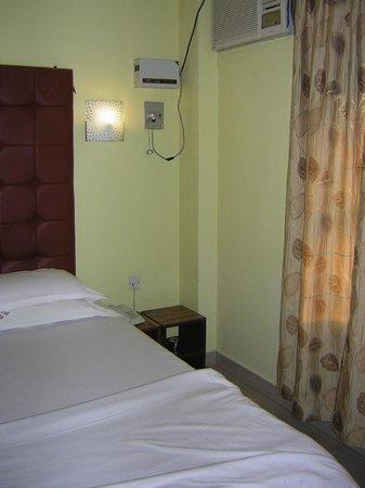 Hotel Rhishabh: condizionatore rumoroso