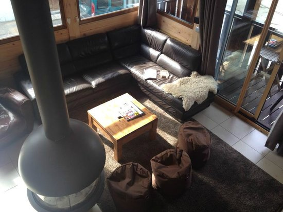 More Mountain - Chalet Robin: Very comfortable lounge area!