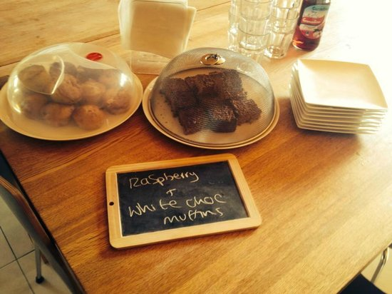 More Mountain - Chalet Robin: Fresh cakes every afternoon - yum!