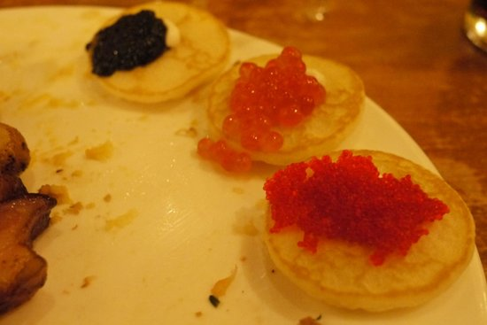 The Buffet at Bellagio: Caviar selection on blinis