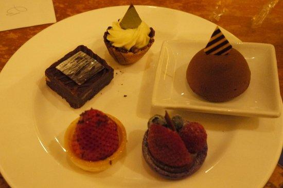 The Buffet at Bellagio: desserts round 1