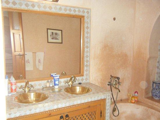 Riad RabahSadia: Salle de bains