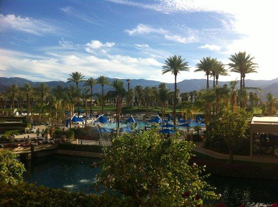 JW Marriott Desert Springs Resort & Spa: View from 2nd floor shops area