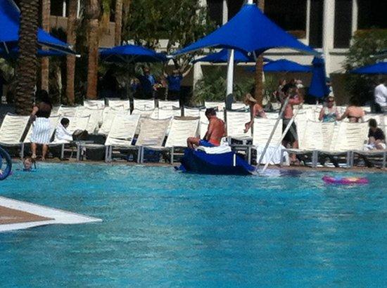 JW Marriott Desert Springs Resort & Spa: Umbrellas blew into pool on windy day
