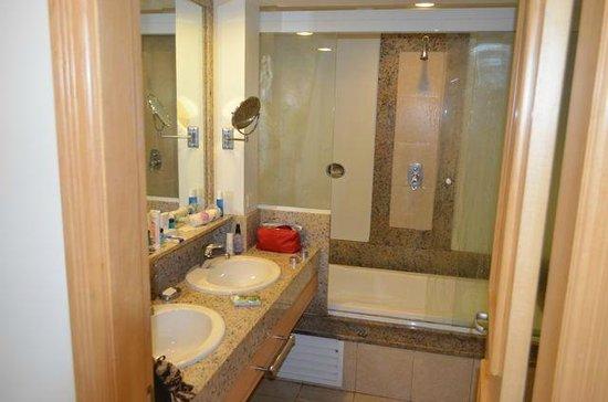 Hotel Astoria Palace: Bathroom