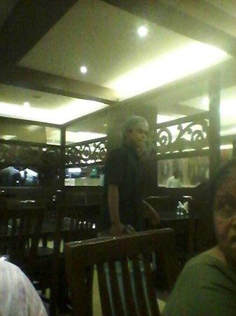 Anjappar Chettinad Restaurant: inside anjapppar