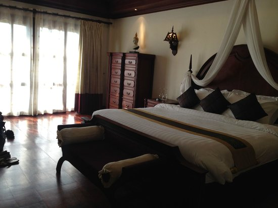 The Privilege Floor by BOREI ANGKOR : Royal Suite bedroom