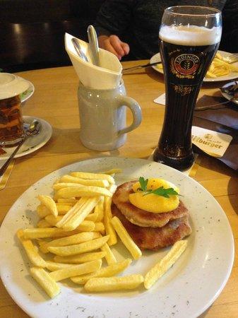 Fischers Maathes: Шницель и темное пшеничное пиво