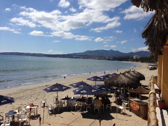 Breakers Restaurant and Beach Bar: View toward La Cruz