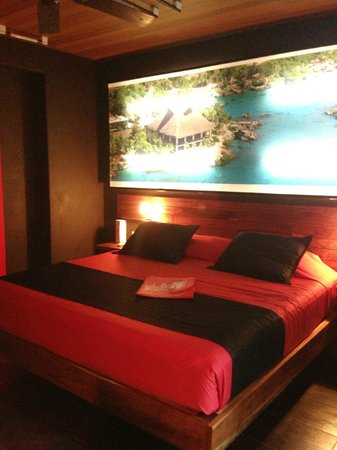 Reina Roja Hotel: Red Bed