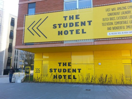 The Student Hotel Amsterdam West: Dalla fermata del 13.